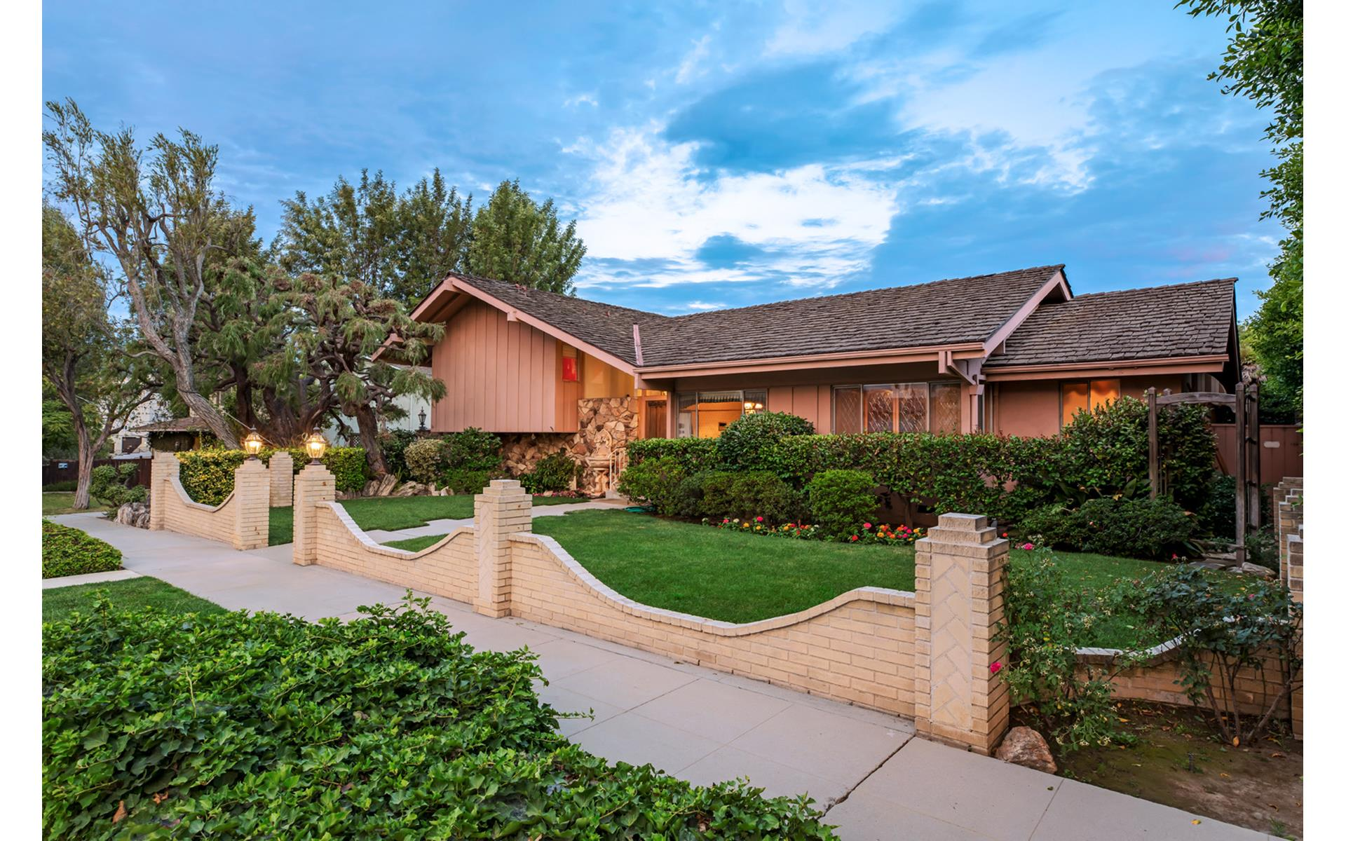 Brady Bunch House Buyer Revealed, and it's Not Lance Bass ...
