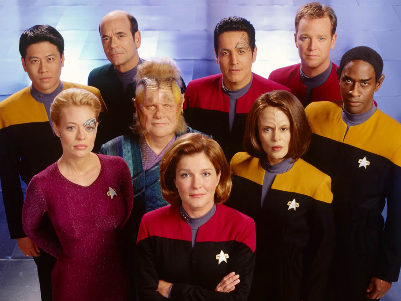 Star Trek - Voyager - Group Shot - 1280 - Featured - 01